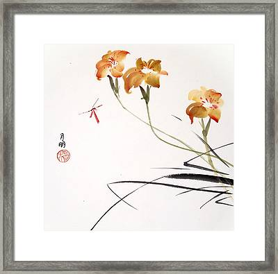 Admirer Framed Print by Ming Yeung