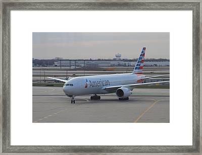 American Airlines Plane Arriving At Chicago O'hare Airport Framed Print by Ash Sharesomephotos