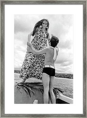 Ara Gallant And Veruschka Framed Print by Franco Rubartelli
