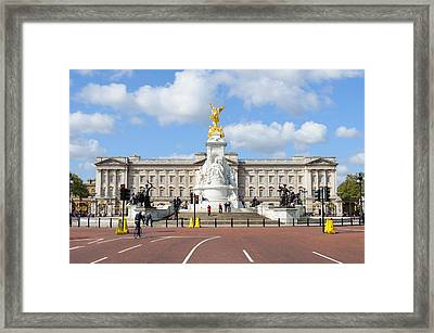Buckingham Palace In London Framed Print