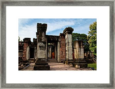 Castle Rock. Framed Print by Thammasak Kanjananul