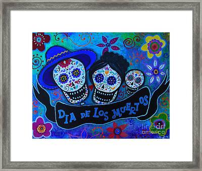 Dia De Los Muertos Familia Framed Print