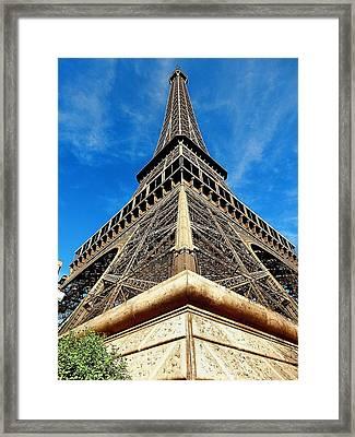 Eiffel01 Framed Print