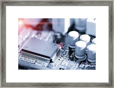 Electronic Chip Framed Print by Wladimir Bulgar