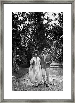 Elizabeth Taylor And Richard Burton Framed Print