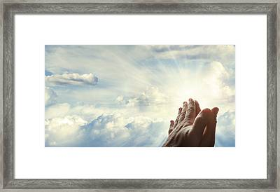 Hands In Sky Framed Print by Les Cunliffe