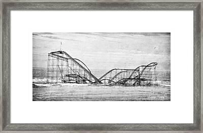 Jetstar Framed Print by Louise Reeves