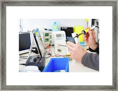 Microprocessor In Lab Framed Print by Wladimir Bulgar