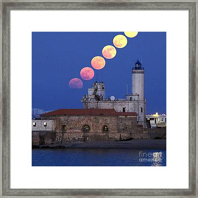 Moonrise Framed Print by Babak Tafreshi