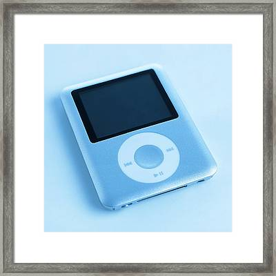 Mp3 Player Framed Print by Science Photo Library
