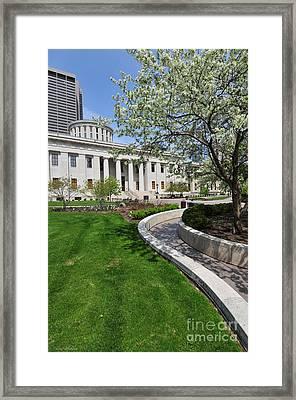 D13l-145 Ohio Statehouse Photo Framed Print