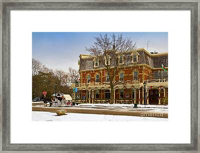 Prince Of Wales Hotel In Niagara On The Lake Framed Print by Les Palenik