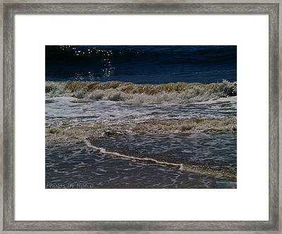 Framed Print featuring the photograph Waving by Roseann Errigo