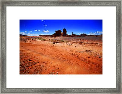 Monument Valley Utah Usa Framed Print by Richard Wiggins