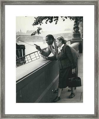 Paul Robeson Goes Sightseeing In London Framed Print by Retro Images Archive