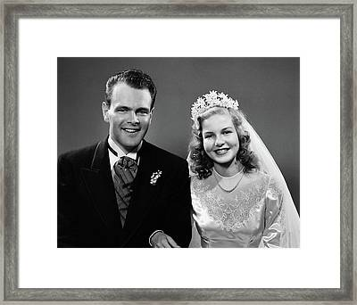 1940s Portrait Of Bride And Groom Framed Print