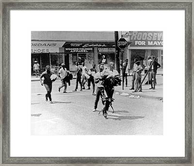 1965 Watts Riot Looting Framed Print by Underwood Archives