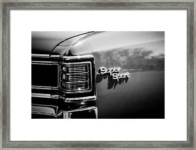 1967 Chevrolet Chevelle Ss Taillight Emblem -0468bw Framed Print