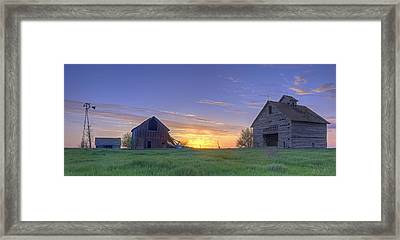 Abandoned Farmhouse And Barn At Sunset Framed Print