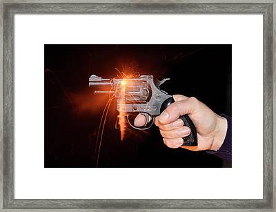 Blank-firing Revolver Framed Print by Crown Copyright/health & Safety Laboratory Science Photo Library