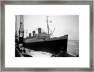 Queen Mary Docking At Southampton In England Framed Print by David Murphy