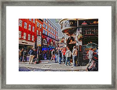 Streetlife In London Framed Print