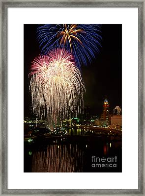 21l106 Red White And Boom Fireworks Photo Framed Print