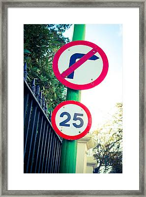 25 Mph Road Sign Framed Print by Tom Gowanlock