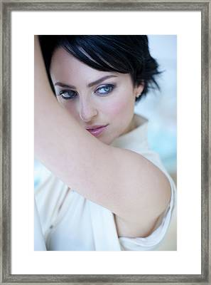 Healthy Young Woman Framed Print by Ian Hooton/science Photo Library