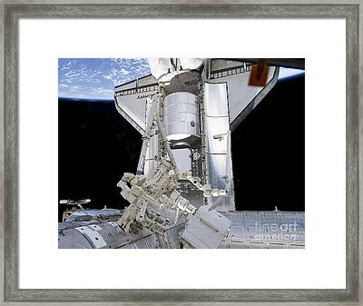 Space Shuttle Discovery Framed Print