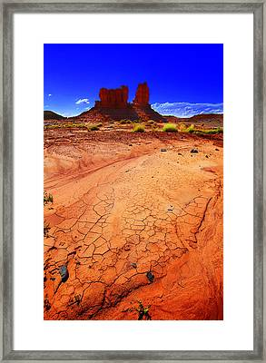 Framed Print featuring the photograph Monument Valley Utah Usa by Richard Wiggins
