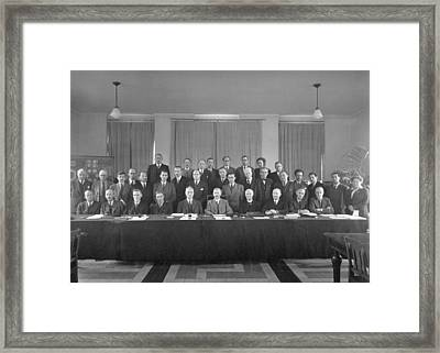 7th Solvay Conference On Chemistry, 1922 Framed Print by Science Photo Library