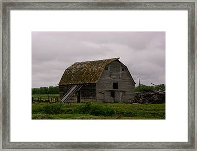 A Barn In Northern Montana Framed Print by Jeff Swan