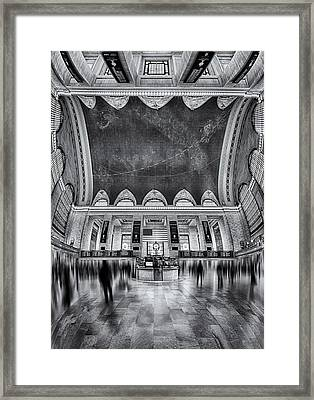 A Central View Bw Framed Print by Susan Candelario