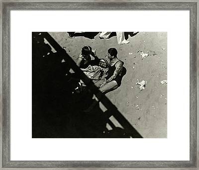 A Couple At Coney Island Framed Print by Lusha Nelson