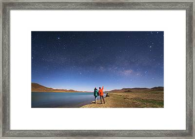 A Couple Enjoys A Romantic Moment Framed Print by Jeff Dai