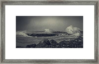A Mighty Wind Framed Print by Everet Regal