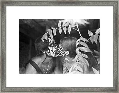 A Painted Kiss In The Bushes Framed Print by Underwood Archives