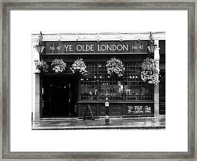 A Rainy Day In London Bw Framed Print by Mel Steinhauer
