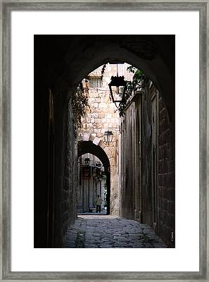 Aleppo Alleyway01 Framed Print