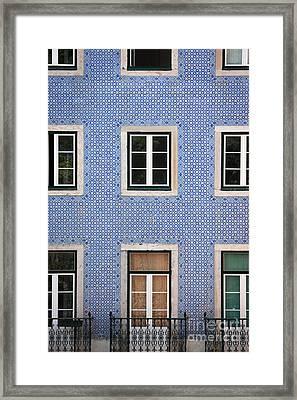 Alfama 2 Framed Print by Rod McLean