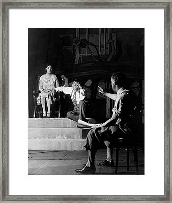 Alfred Lunt On Stage With Lynne Fontanne Framed Print by Florence Vandamm