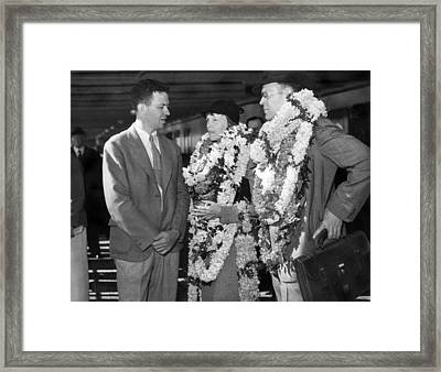 Amelia Earhart In Hawaii Framed Print by Underwood Archives