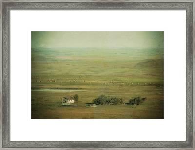An Abandoned Farmhouse Framed Print by Roberta Murray
