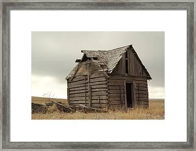 An Old Cabin In Eastern Montana Framed Print by Jeff Swan