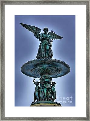 Angel Of The Waters Fountain - Bethesda IIi Framed Print by Lee Dos Santos