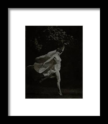 Isadora Duncan Framed Prints