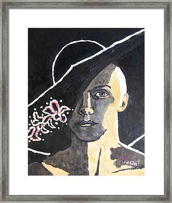 Annie Lennox Framed Print by Lesley Giles