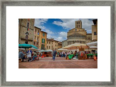 Framed Print featuring the photograph Arezzo Market Day by Uri Baruch