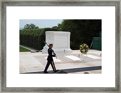 Arlington National Cemetery - Tomb Of The Unknown Soldier - 01133 Framed Print